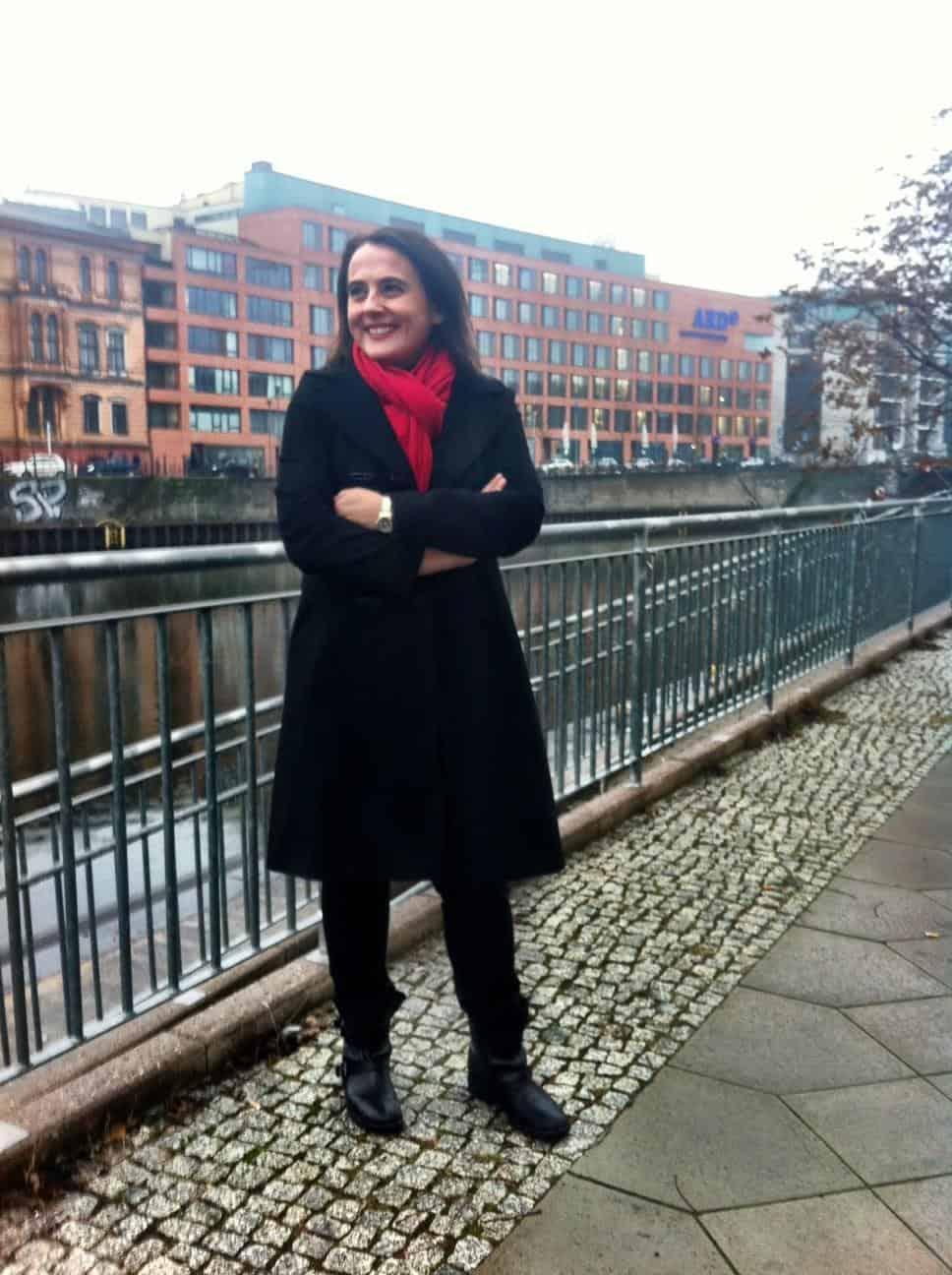 Dr. Petra Bock 2012 auf dem Weg zum Interview im ARD-Hauptstadtstudio